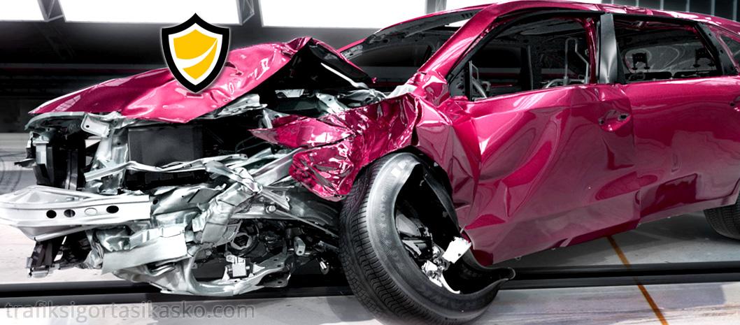 kazalı araç, kaza yapan araç, kazalı araba, araba kazası,