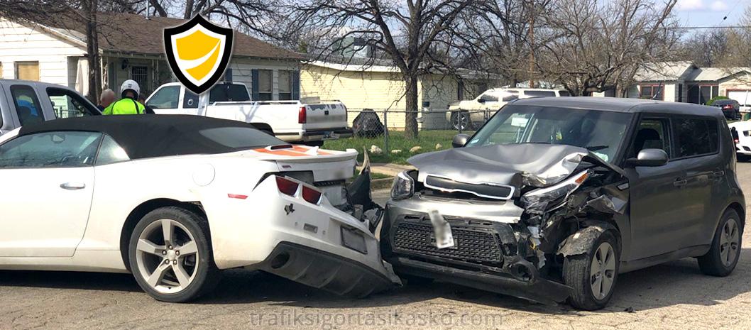park halinde kaza yapma, park halindeki araç kaza, araba kazası,